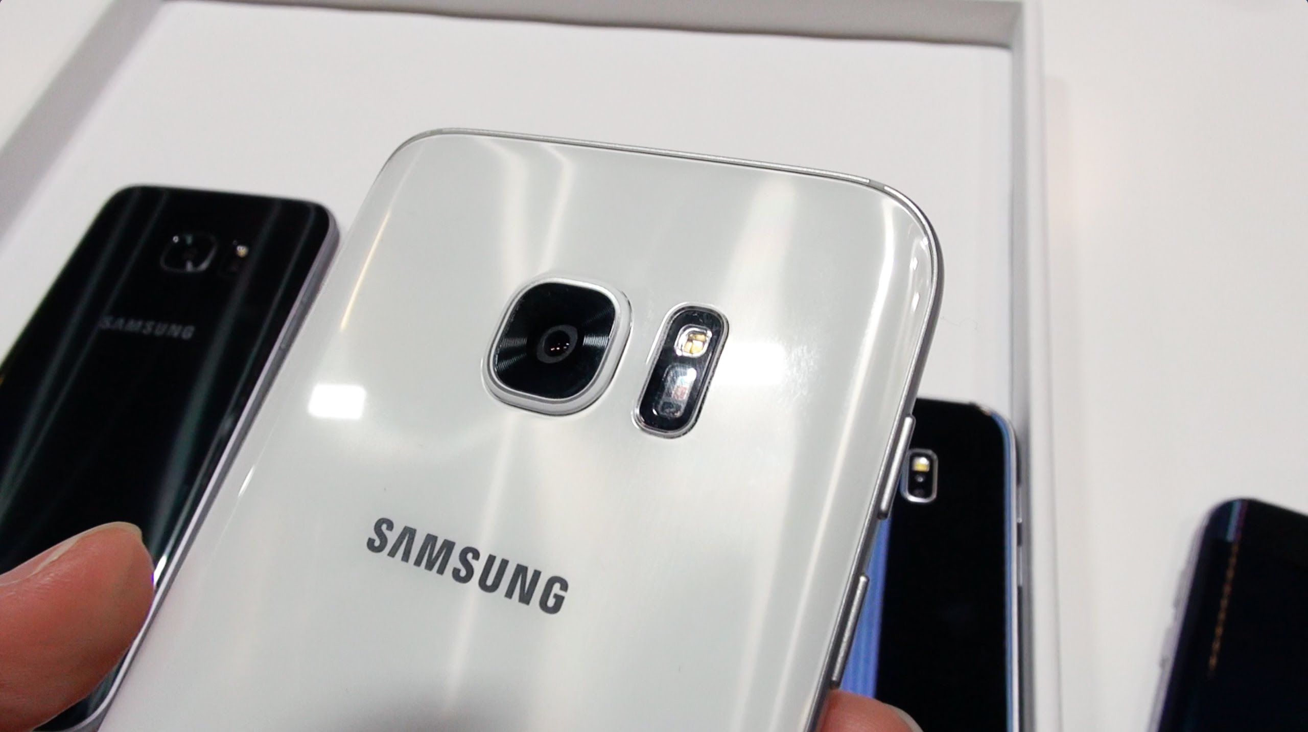 Samsung Galaxy S7 & S7 Edge: In-Depth Hands On / Walkthrough