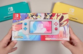 Zacian & Zamazenta Switch Lite Unboxing: REVIEW & Screen Quality