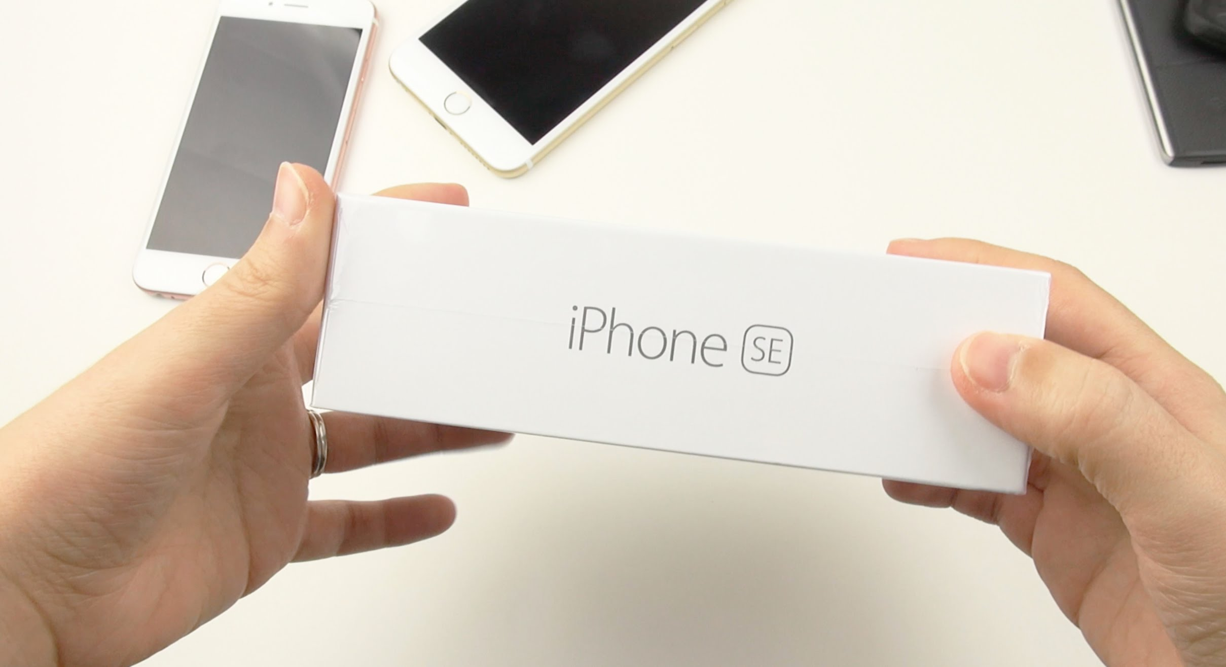 iPhone SE: Unboxing and First Impressions