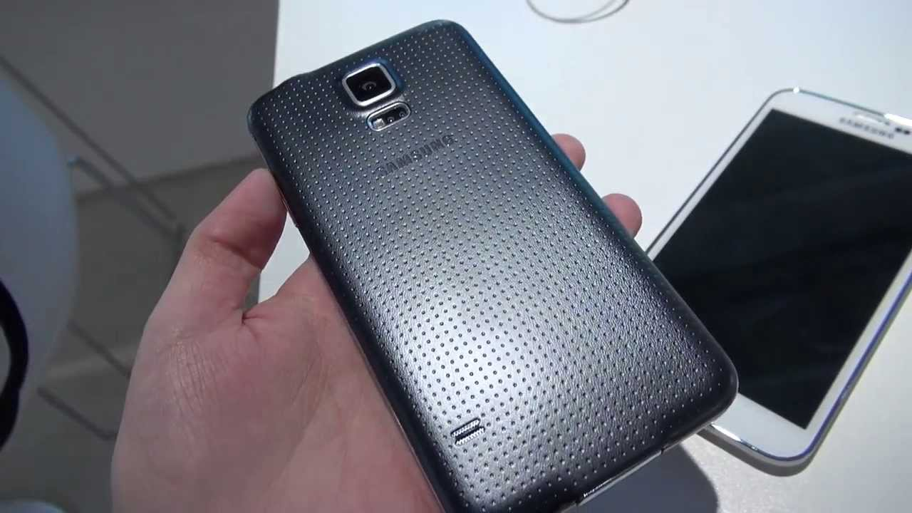 Samsung Galaxy S5: A Less Ugly Version (Black and White)
